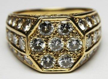 BAGUE CHEVALIERE en or jaune sertie de diamants...