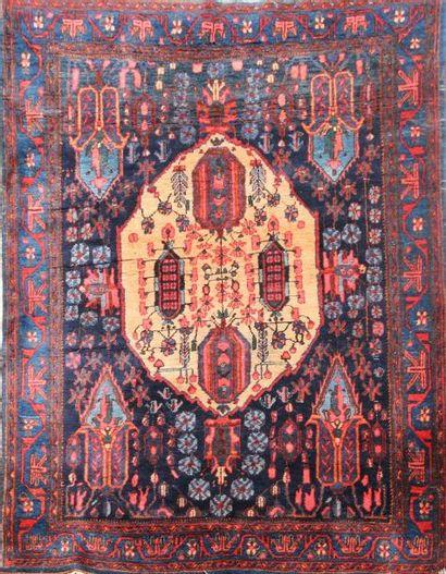 Original et ancien AFCHAR (Perse) sur fond...