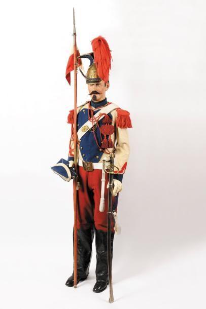 Mannequin de lancier de la Garde Impériale, grande tenue, comprenant: - Shapska...