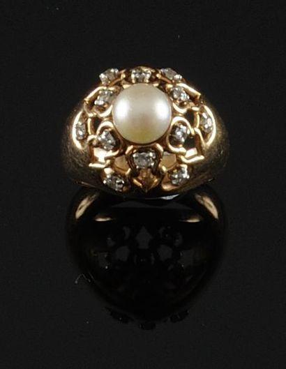 BAGUE dôme en or jaune ornee d'une perle...