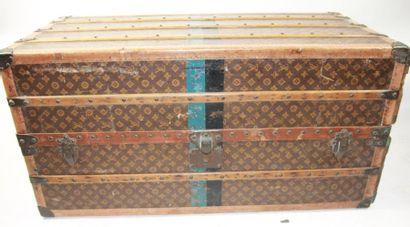 LOUIS VUITTON-CHAMPS ELYSEES N° 766399 MALLE ARMOIRE, casiers, cintres, en toile...