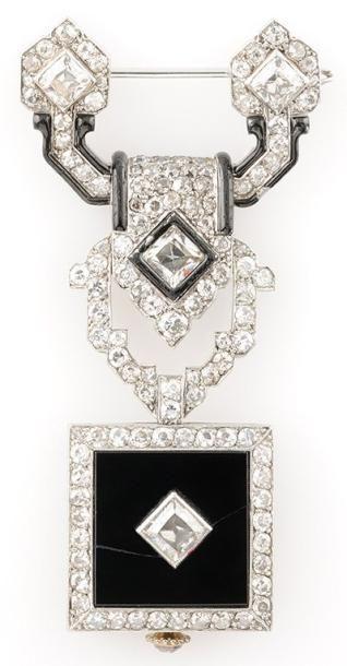 CARTIER Chatelaine en platine et or gris ornée la monture émaillée et ornée de diamants...