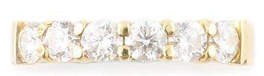Demi alliance en or jaune ornée de diamants de taille brillant. Poids brut: 4,2...