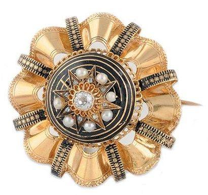 BROCHE en or jaune ornée de perles et d'un...