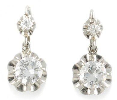 Paire De Dormeuses en or gris et de diamants...