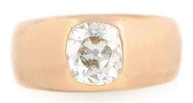 BAGUE Jonc en or jaune retenant un diamant...
