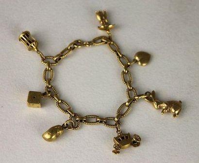 BRACELET en or jaune composé d'une chaine...