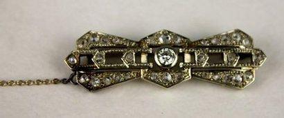 BROCHE barrette stylisée en platine et or...