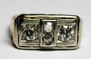 BAGUE en or 14 carats finement ajourée de...
