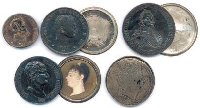 Lot de quatre monnaies-boites à secret en...