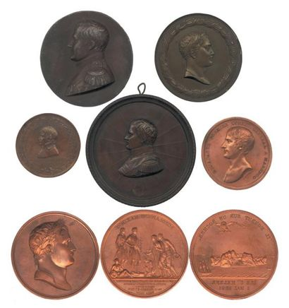 Lot de huit médailles en bronze et en cuivre...