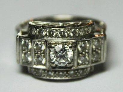 BAGUE en or gros ornée de diamants de taille...
