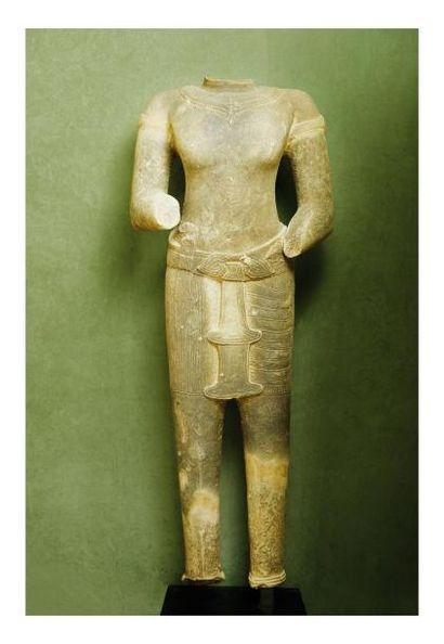 Cambodge 12/13 eme siècle. Important torse de divinité en grès le dhoti avec ceinture...
