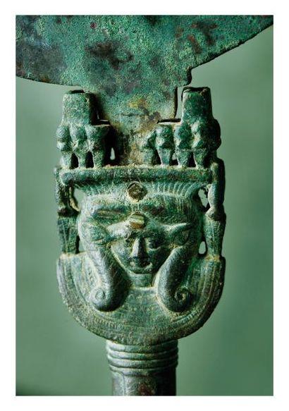 Égypte époque antique. MIROIR. Bronze patine...