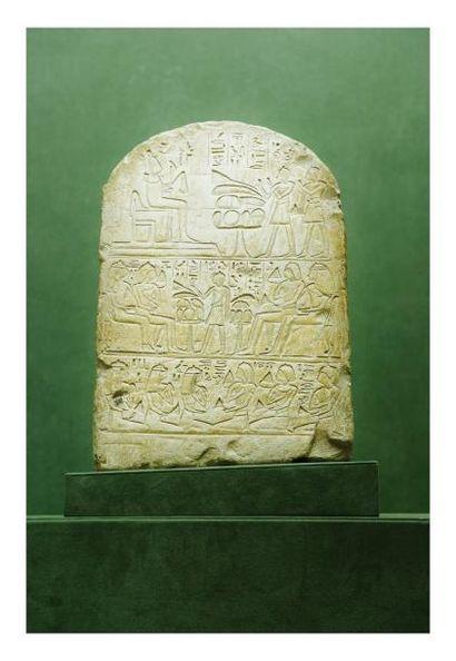 Égypte, Nouvel Empire. STELE cintrée en pierre,...