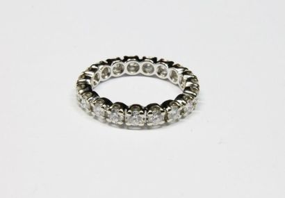 ALLIANCE en or gris ornée de diamants de...