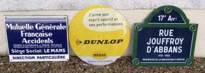 Lot comprenant 3 plaques: DUNLOP, MGFA ainsi...