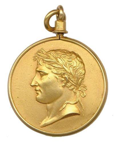 Napoléon Ier Pendentif en or composé de deux...