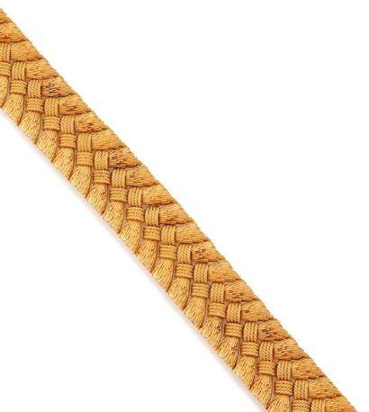 Bracelet en or jaune, motif noeud. Dans son...