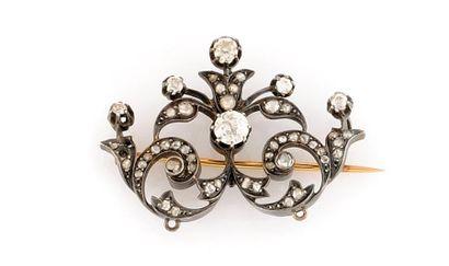 Broche en or jaune et argent, ornée de diamants...