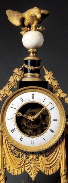 Importante pendule, en marbre blanc et marbre noir, très riche garniture de bronze...