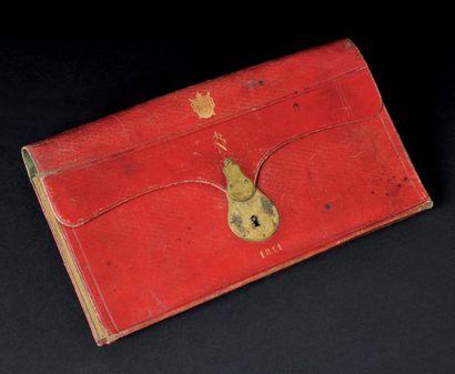 Portefeuille à soufflets en maroquin rouge, orné au petit fer à l'or sur le devant...