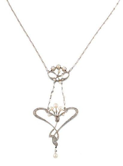 COLLIER Ravissant pendentif et sa chaine en or gris, stylisant deux motifs entrelacés...