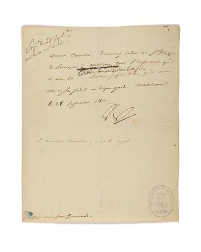 NAPOLÉON IER. Lettre signée «Np» avec 7 MOTS...