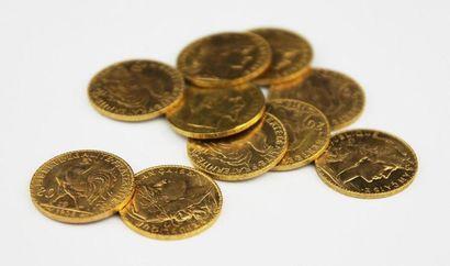 LOT DE 10 PIECES en or jaune composé de pièces...