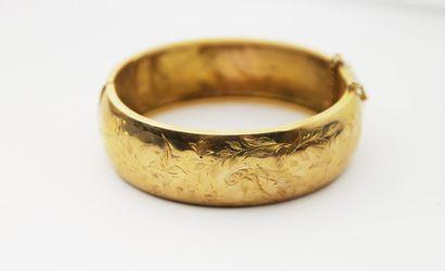 BRACELET en or jaune, la monture rigide ouvrante...
