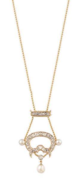 PENDENTIF en or jaune serti de diamants et...