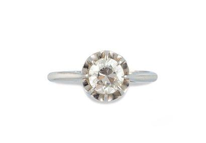 SOLITAIRE composé d'un diamant de taille...