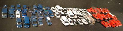 68 Miniatures au 1 /43 dont 22 gendarmerie,...