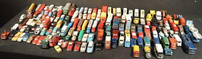 Lot comprenant plus de 150 miniatures au...
