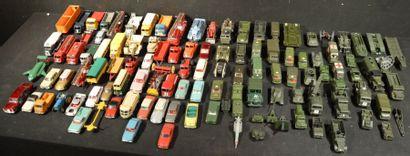 Lot comprenant plus de 100 miniatures au...