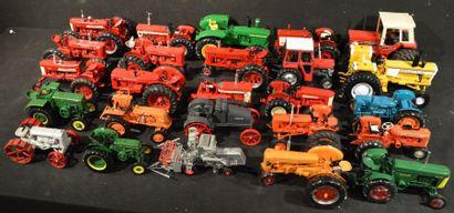 47 Miniatures au 1 /18 Tracteurs, avec 10...