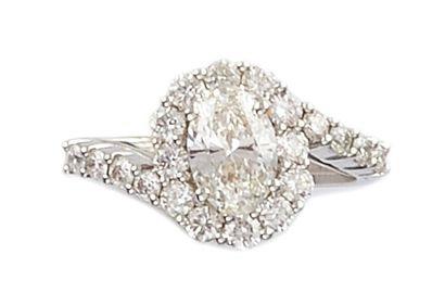 BAGUE TOURBILLON en or gris retenant un diamant...