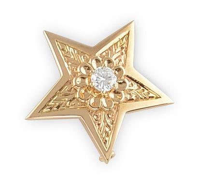 BROCHE en or jaune stylisant une étoile à...