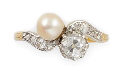 """BAGUE or jaune et or gris en """"Toi et Moi"""" serti d'un diamant de taille brillant..."""