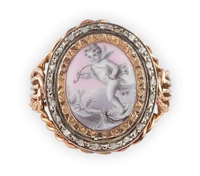 BAGUE en or jaune et argent, la monture torsadée sertie de diamants de taille rose...
