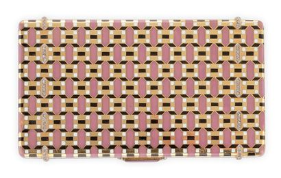 VAN CLEEF & ARPELS Poudrier rectanglaire en or jaune et émaillé rose, or, noir et...