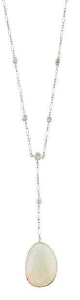 COLLIER en or gris, la maille ovale et circulaire ponctuée de diamants de taille...