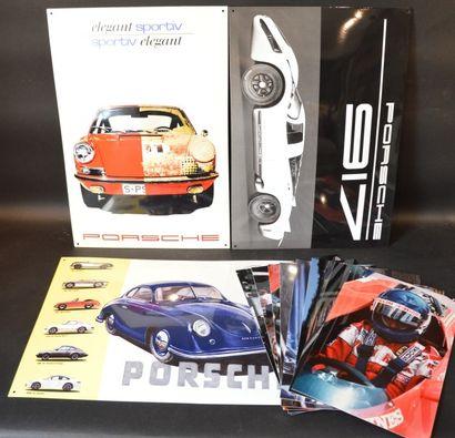 « Plaques émaillées Porsche »  Trois plaques émaillées usine, en édition limité...
