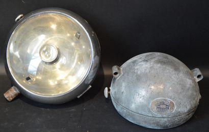« Phares Grebel »  Deux phares Stephen Grebel,...