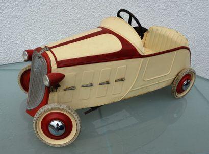 « Renault Devisix rouge et crème» Renault...