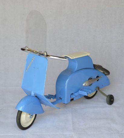 « Scooter MFA »  Scooter à pédales de marque...