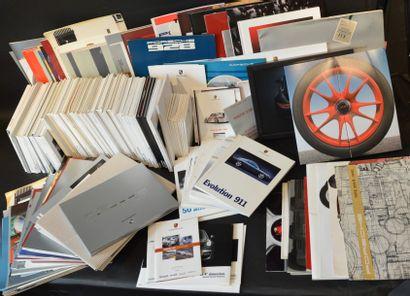 « Publications Usine Porsche »  Très fort lot de publications usine, comprenant...
