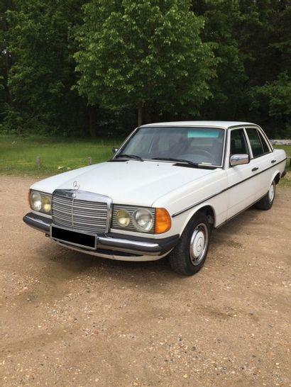 1977 MERCEDES BENZ W123 Châssis n° 12302312055047...