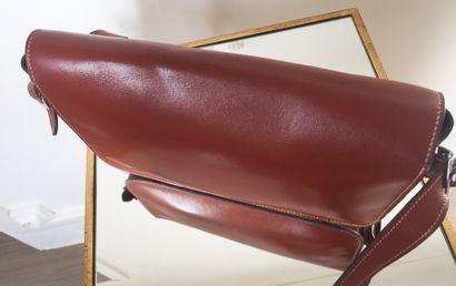 """HERMES Paris SAC """"Martine"""" en cuir box marron. Porté épaule. Bandoulière en cuir..."""