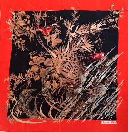 CHRISTIAN DIOR DEUX carrés en crêpe de soie. Le premier au décor d'oiseaux dans les...